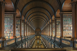 Trinity College Library - The Long Room II / Reinhard Gorner