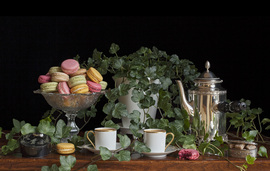 Still life with coffee and macarons / Charlotte Fröling