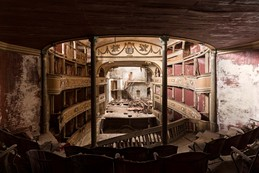 Theatro Colosseum / Dimitri Bourriau